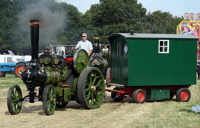 1-2 size green engine with living wagon web