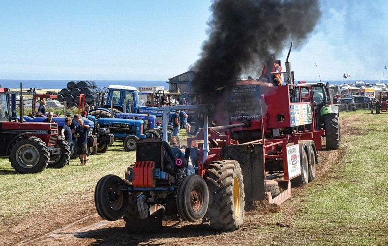 Whitby Tractor Pulling Rob Townsend1 web